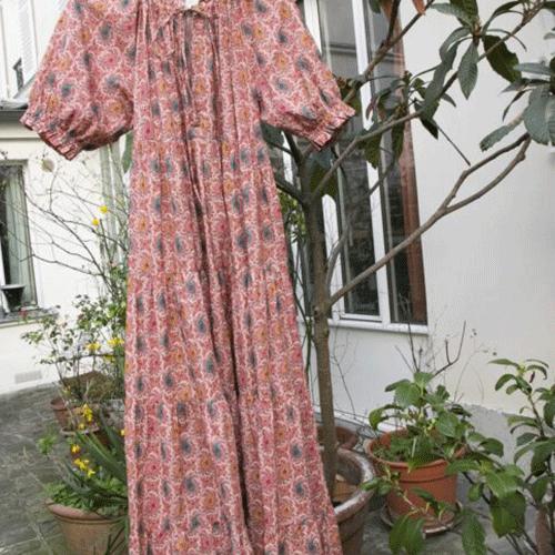 """Robe bohème """"Akemi"""", longue, manches ballon, 100 coton, imprimée fleurs rose, poches de chaque cotés – Charlie Joe"""