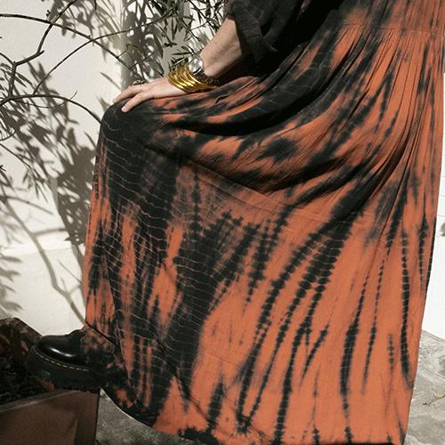 """Robe 100% viscose, """"Goa"""", couleurs brique et tie dye noir – HOD"""